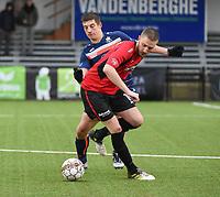 WINKEL SPORT - SK RONSE :<br /> Jeremy Obin (rood) in strijd met Jordan Dauchy (blauw)<br /> <br /> Foto VDB / Bart Vandenbroucke