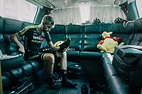 pre-race vibes on the Mitchelton-Scott teambus: Sam Bewley (NZL/Mitchelton-Scott) getting ready<br /> <br /> Stage 6: Brest > Mûr de Bretagne / Guerlédan (181km)<br /> <br /> 105th Tour de France 2018<br /> ©kramon
