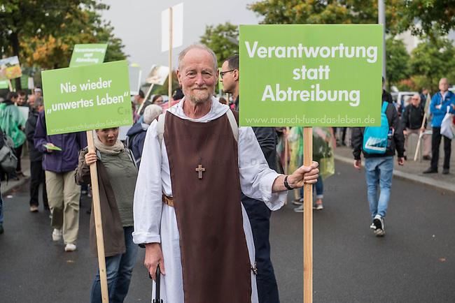 &quot;Marsch fuer das Leben&quot; des konservativen Bundesverbandes Lebensrecht (BVL) am Samstag den 17. September 2016 in Berlin. Mehrere tausend Lebensschuetzer zogen mit dem jaehrlichen &quot;Marsch fuer das Leben&quot;. Sie sind gegen ein Selbsbestimmungsrecht der Frau und fuer ein Verbot von Abtreibung.<br /> Gegnerinnen und Gegner der christlichen Fundamentalisten protestierten lautstark und riefen &quot;Mittelalter, Mittelalter!&quot; und &quot;Haett Maria abgetrieben, waert ihr uns erspart geblieben&quot;.<br /> 17.9.2016, Berlin<br /> Copyright: Christian-Ditsch.de<br /> [Inhaltsveraendernde Manipulation des Fotos nur nach ausdruecklicher Genehmigung des Fotografen. Vereinbarungen ueber Abtretung von Persoenlichkeitsrechten/Model Release der abgebildeten Person/Personen liegen nicht vor. NO MODEL RELEASE! Nur fuer Redaktionelle Zwecke. Don't publish without copyright Christian-Ditsch.de, Veroeffentlichung nur mit Fotografennennung, sowie gegen Honorar, MwSt. und Beleg. Konto: I N G - D i B a, IBAN DE58500105175400192269, BIC INGDDEFFXXX, Kontakt: post@christian-ditsch.de<br /> Bei der Bearbeitung der Dateiinformationen darf die Urheberkennzeichnung in den EXIF- und  IPTC-Daten nicht entfernt werden, diese sind in digitalen Medien nach &sect;95c UrhG rechtlich geschuetzt. Der Urhebervermerk wird gemaess &sect;13 UrhG verlangt.]