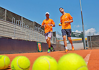 Austria, Kitzbuhel, Juli 15, 2015, Tennis, Davis Cup, Training Dutch team, Jean-Julien Rojer warming up with fysio Edwin Visser (R)<br /> Photo: Tennisimages/Henk Koster