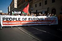 """La partenza della manifestazione """"Occupy Wall Street"""" a Roma."""