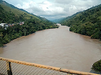 RIO CAUCA, BAJO CAUCA ANTIOQUEÑO -COLOMBIA: El río Cauca es la segunda arteria fluvial de Colombia. Nace cerca de la laguna del Buey en el Macizo Colombiano (departamento del Cauca) y desemboca en el río Magdalena cerca de la población de Pinillos en el departamento de Bolívar. / The Cauca River (Spanish: Río Cauca) is a river in Colombia that lies between the Occidental and Central cordilleras. From its headwaters in southwestern Colombia near the city of Popayán, it joins the Magdalena River near Magangué in Bolívar Department, and the combined river eventually flows out into the Caribbean Sea. Photo: VizzorImage / Felipe Caicedo / Staff