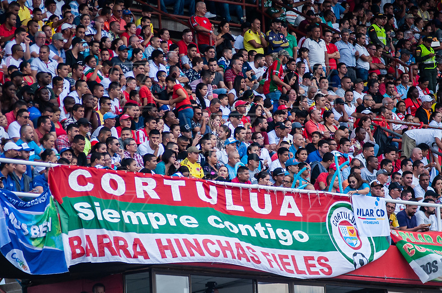 TULUA - COLOMBIA, 06-06-2019: Hinchas del Cortuluá animan a su equipo durante partido de ida entre Cortuluá y Deportivo Pereira por la final del Torneo Águila 2019 I jugado en el estadio 12 de Otubre de la ciudad de Tulua. / Players of Cortulua cheer for their team during first leg match between Cortulua and Deportivo Pereira for the final of the Aguila Tournament 2019 I played at 12 de Octubre stadium in Tulua city . Photo: VizzorImage / Juan Torres / Cont