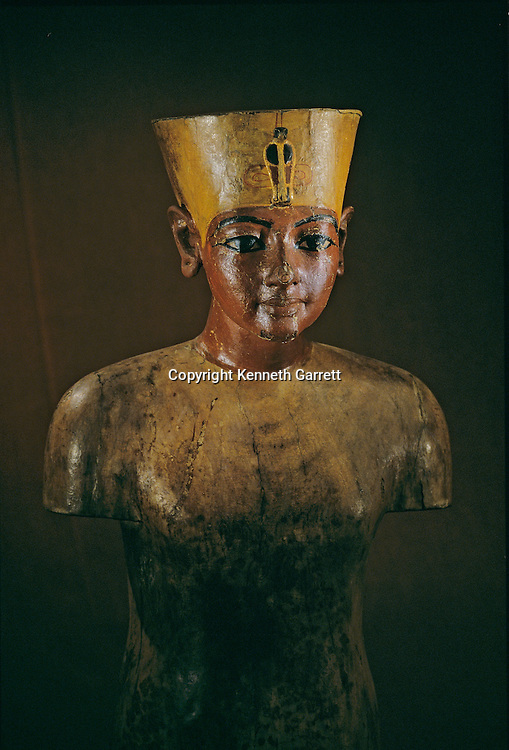 Painted wood torso of pharaoh, Tutankhamun Book, Page14