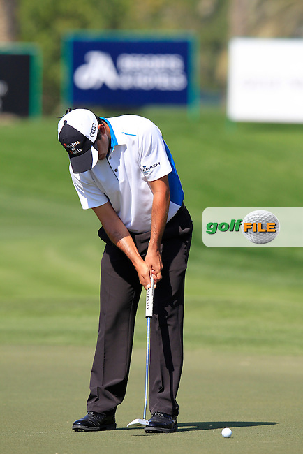 Felipe AGUILAR (CHI) putts on the 10th green during Thursday's Round 1 of the 2015 Omega Dubai Desert Classic held at the Emirates Golf Club, Dubai, UAE.: Picture Eoin Clarke, www.golffile.ie: 1/29/2015