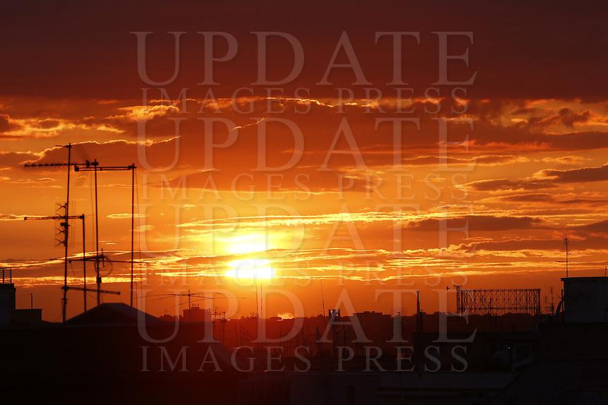 Tramonto a Roma, 26 febbraio 2015. Sulla destra, il Gazometro.<br /> Sunset in Rome, 26 February 2015. At right, the Gasometer<br /> UPDATE IMAGES PRESS/Riccardo De Luca
