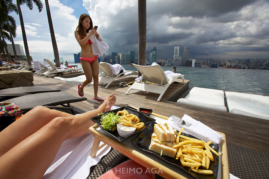 Singapore. Marina Bay Sands Hotel. The Pool offers a breathtaking view over Singapore..Club sandwich and calamari rings served by the pool bar.