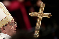 Papa Francesco arriva nella Basilica di San Pietro per celebrare la solennita' di San Giuseppe e l'Ordinazione Episcopale. Citt‡ del Vatican, 19 marzo 2018.<br /> Pope Francis arrives to lead the Episcopal Ordination in Saint Peter's Basilica at the Vatican on March 19, 2018. UPDATE IMAGES PRESS/Isabella Bonotto<br /> <br /> STRICTLY ONLY FOR EDITORIAL USE