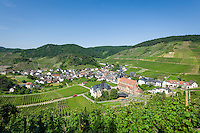 Germany, Rhineland-Palatinate, Ahr-Valley, Mayschoss: wine village at Red Wine Hiking Trail in the lower Ahr-Valley with parish church St. Nicholas and Saint Roch | Deutschland, Rheinland-Pfalz, Ahrtal, Mayschoss: Weinort am Rotweinwanderweg im unteren Ahrtal mit Pfarrkirche St. Nikolaus und St. Rochus