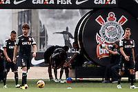 SAO PAULO, SP 25 DE OUTUBRO 2013 - TREINO CORINTHIANS - O jogador Alexandre Pato treinou hoje, 25, no Ct. Dr. Joaquim Grava, na Zona Leste da Capital. Foto: Paulo Fischer/Brazil Photo Press.