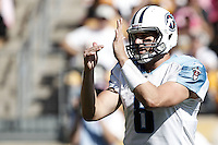 PITTSBURGH, PA - OCTOBER 09:  Matt Hasselbeck #8 of the Tennessee Titans calls a timeout against the Pittsburgh Steelers during the game on October 9, 2011 at Heinz Field in Pittsburgh, Pennsylvania.  (Photo by Jared Wickerham/Getty Images)