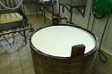 08/06/06 - VALLEE DE LA JORDANNE - CANTAL - FRANCE - Fabrication de fromages SALERS chez Gilles MANHES - Photo Jerome CHABANNE