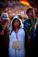 Panda Bear standing in the audiance waiting for free hugs. Photo: André Jörg/ Scouterna