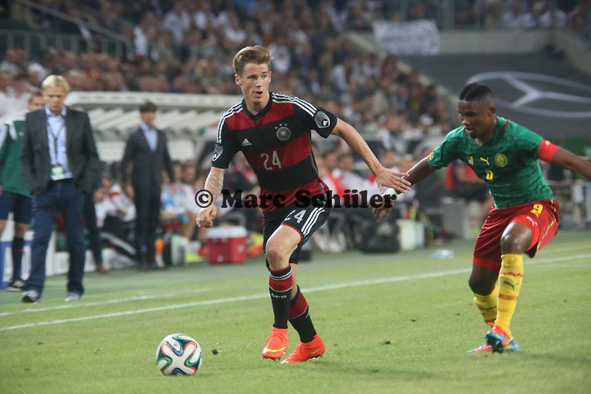 Erik Durm (D) gegen Samuel Eto'o (CAM) - Deutschland vs. Kamerun, Mönchengladbach