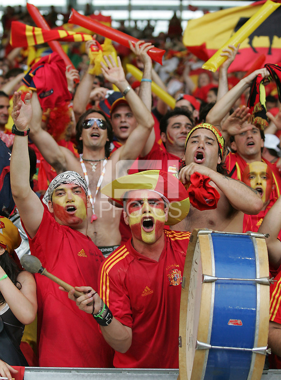 Spanish fans welcome their team to the field.  Spain defeated Tunisia, 3-1, in their FIFA World Cup Group H match at Gottlieb-Daimler-Stadion in Stuttgart, Germany, June 19, 2006.