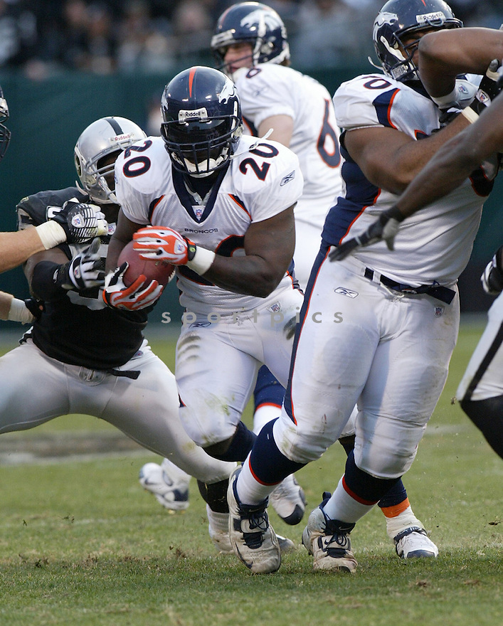 TRAVIS HENRY, of the Denver Broncos  in action during the Broncos game against the Oakland Raiders on December 2, 2007 in Oakland, California...RAIDERS  win 34-20..SportPics