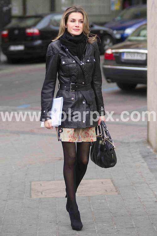 **ALL ROUND PICTURES FROM SOLARPIX.COM**                                             **WORLDWIDE SYNDICATION RIGHTS EXCEPT SPAIN - NO SYNDICATION IN SPAIN**                                                                                  Caption:  Spanish princess of Asturias Letizia Ortiz arrives on foot without her security to the Stange issues of Spain in Madrid                                                                             This pic: Letizia Ortiz                                                                                             JOB REF: 14477       DMS/Delores       DATE:14.02.2012 14.02.2012                                                           **MUST CREDIT SOLARPIX.COM OR DOUBLE FEE WILL BE CHARGED**                                                                      **MUST AGREE FEE BEFORE ONLINE USAGE**                               **CALL US ON: +34 952 811 768 or LOW RATE FROM UK 0844 617 7637**
