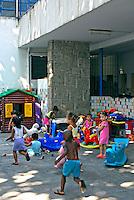 Pateo do abrigo infantil Obra do Berço. Rio de Janeiro. 2007. Foto de Luciana Whitaker.