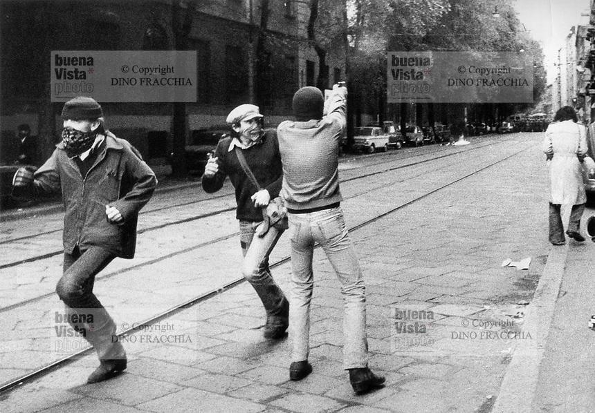 """- demonstration of extreme left radical group """"Workers Autonomy"""", shooting in De Amicis street, comes killed the police officer Antonio Custra (Milan, 1977)..- manifestazione del gruppo di estrema sinistra """"Autonomia Operaia"""", sparatoria in via De Amicis, viene ucciso l'agente di polizia Antonio Custra  (Milano, 1977)"""