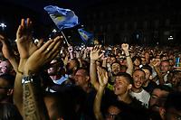 Tifosi del Napoli. Supporters <br /> Napoli 05-07-2017  Napoli Piazza del Plebiscito<br /> Evento per il conferimento della cittadinanza onoraria a Diego Armando Maradona da parte del Comune di Napoli.<br /> Honorary Citizenship to Diego Armando Maradona<br /> By the City of Naples.<br /> Foto Cesare Purini / Insidefoto