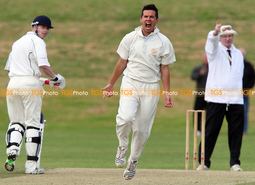 S Kingston of GPR celebrates the wicket of Ardleigh Green batsman F Butt - Ardleigh Green CC vs Gidea Park & Romford CC - Essex Cricket League at Central Park - 16/05/09 - MANDATORY CREDIT: Gavin Ellis/TGSPHOTO - Self billing applies where appropriate - 0845 094 6026 - contact@tgsphoto.co.uk - NO UNPAID USE.