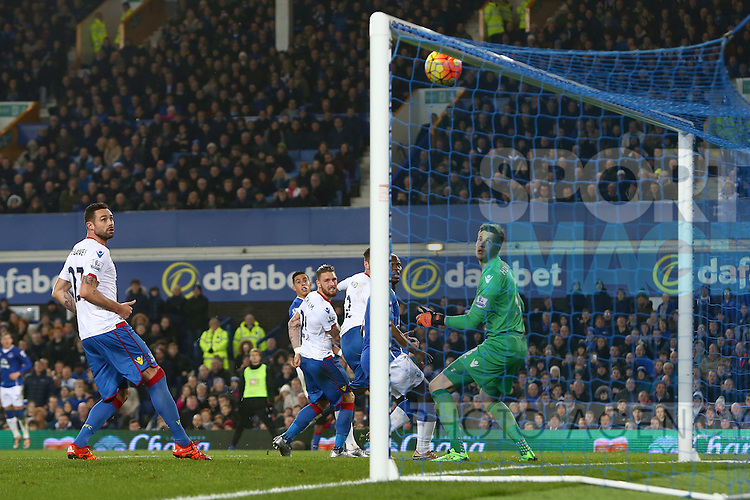 Connor Wickham of Crystal Palace watches on as his header bounces off the crossbar averting an own goal - Everton vs Crystal Palace - Barclays Premier League - Goodison Park - Liverpool - 07/12/2015 Pic Philip Oldham/SportImage
