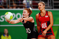 Samantha Sinclair of New Zealand in action. Gold Coast 2018 Commonwealth Games, Netball, New Zealand Silver Ferns v England, Gold Coast Convention and Exhibition Centre, Gold Coast, Australia. 11 April 2018 © Copyright Photo: Anthony Au-Yeung / www.photosport.nz /SWpix.com
