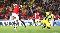 BOGOTÁ- COLOMBIA, 28-07-2019:Maicol Balanta (Izq.) jugador del Independiente Santa Fe    disputa el balón contra Juan Mancilla(Der.) jugador de Alianza Perolera durante partido por la fecha 3 de la Liga Águila II  2019 jugado en el estadio Nemesio Camacho El Campín  de la ciudad de Bogotá. /Maicol Balanta (L) player of Independiente Santa Fe  fights for the ball  against of Juan Mancilla (R) player of Alianza Petrolera during the match for the date 3 of the Liga Aguila II 2019 played at the Nemesio Camacho El Campin  stadium in Bogota city. Photo: VizzorImage / Felipe Caicedo / Staff