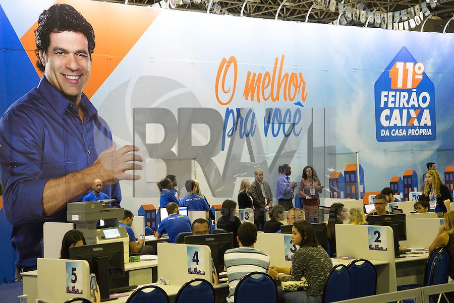 RIO DE JANEIRO, RJ, 15.05.2015 - FEIRÃO-CAIXA - Movimentação no 11º Feirão Caixa da Casa Própria no Riocentro, na zona oeste, nesta sexta-feira (15). (Foto: João Mattos / Brazil Photo Press)
