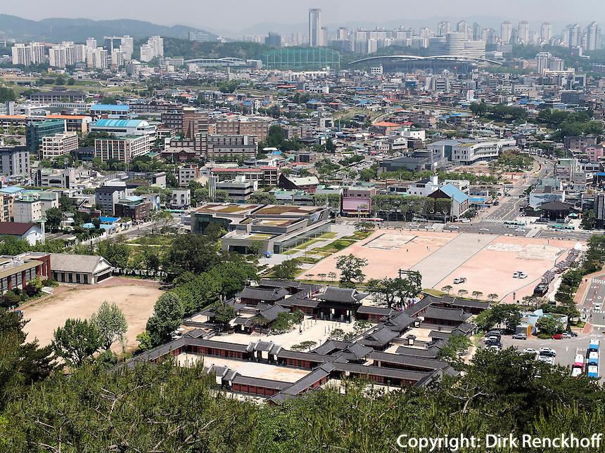 Hwaesong Haeggung Palast in der Festung von Suwon, Provinz Gyeonggi-do, S&uuml;dkorea, Asien, Unesco-Weltkulturerbe<br /> Hwaesong Haeggung palace inside fortress Hwaseong, Suwon, Province Gyeonggi-do, South Korea Asia, UNESCO World-heritage