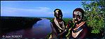 Habitants du village Karo de Korcho dominant le fleuve Omo au sud du parc national de Mago..Karo women from the Korcho village, Omo river in the background.Ethiopia
