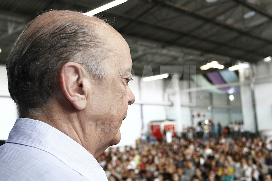 ATENÇÃO EDITOR: FOTO EMBARGADA PARA VEÍCULOS INTERNACIONAIS. SAO PAULO, SP, 20 DE OUTUBRO DE 2012.  ELEIÇAO 2012 SAO PAULO - 2 TURNO -JOSE SERRA.  O candidato do PSDB a prefeitura de Sao Paulo, Jose Serra, durante oa assembléia mensal do Movimento Universitario na manhã deste domingo,na Lapa, zona oeste da capital paulista. FOTO ADRIANA SPACA - BRAZIL PHOTO PRESS