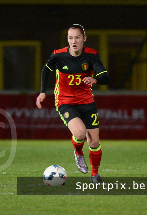20161128 - TUBIZE ,  BELGIUM : Belgian Elien Van Wynendaele pictured during the female soccer game between the Belgian Red Flames and Denmark , a friendly game before the European Championship in The Netherlands 2017  , Monday 28 th November 2016 at Stade Leburton in Tubize , Belgium. PHOTO SPORTPIX.BE | DIRK VUYLSTEKE
