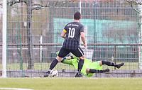 Marc Hofmann (Sv St. Stephan) hält den Elfmeter von Alexander Melchior (Geinsheim) - 31.03.2019: SV St Stephan Griesheim vs. SV 07 Geinsheim, Kreisoberliga Darmstadt/Gross-Gerau