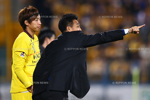 (L-R)<br /> Yuki Otsu,<br />  Tatsuma Yoshida (Reysol),<br /> MARCH 13, 2015 - Football / Soccer : <br /> 2015 J1 League 1st stage match between<br /> Kashiwa Reysol 1-1 Vegalta Sendai<br /> at Hitachi Kashiwa Stadium in Chiba, Japan.<br /> (Photo by Shingo Ito/AFLO SPORT)