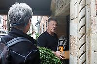 NEW YORK, NY, 03.04.2017 - ALEC-BALDWIN - O ator norte-americano Alec Baldwin é visto caminhando na rua próximo a Union Square na Ilha de Manhattan na cidade de New York, nesta segunda-feira, 03. Hoje o ator comemora 59 anos . (Foto: William Volcov/Brazil Photo Press)
