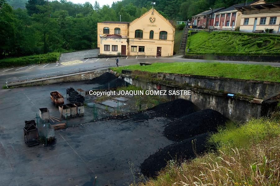 18 JUNIO 2012.LANGREO-ASTURIAS.Visita de la entrada del pozo candin en langreo Asturias