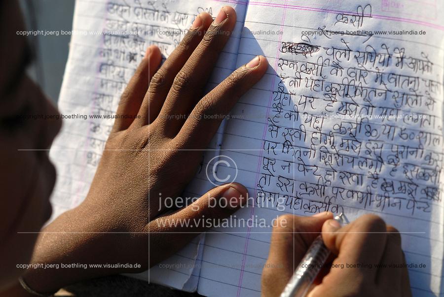 INDIA New Delhi <br /> NGO Ankur support slum dweller , eduction in children club / Indien Neu Delhi , NGO Ankur unterstuetzt Slumbewohner und Bildungsprojekte in Slums , Kinderclub in Dakshinpuri