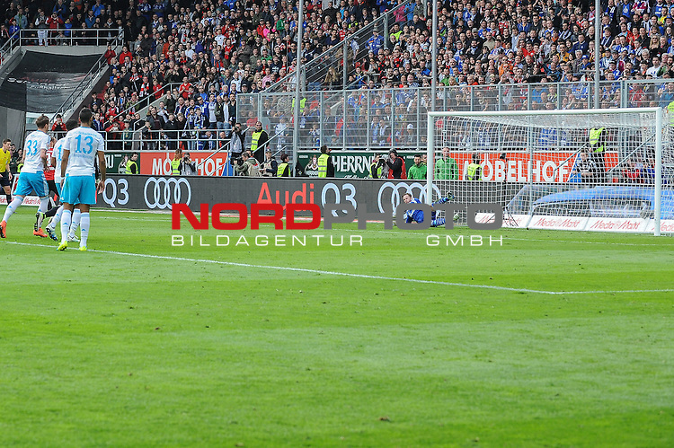 02.04.2016, Audi-Sportpark, Ingolstadt, GER, Bundesliga, 28. Spieltag, FC Ingolstadt 04 vs Schalke 04, im Bild<br /> <br /> Torwart Ralf Faehrmann (FC Schalke 04) 1 kassiert das 1:0 durch Moritz Hartmann (FC Ingolstadt 04) 9<br /> <br /> Foto &copy; nordphoto / Schreyer