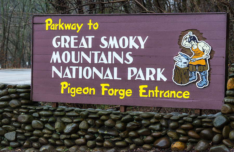 Sign of Pigeon Forge entrance to the Great Smoky Mountains National Park