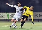 2018-02-17 / voetbal / seizoen 2017-2018 / Oosterzonen - Berchem / een duel om de bal tussen Toon Janssen (l) (Oosterzonen) en Dimitri Hairemans (r) (Berchem)