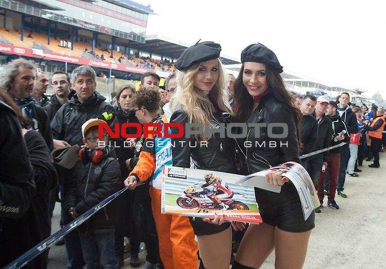 Monster Energy Grand Prix de France in Le Mans 15.-17.05.2015, Free Practice, Qualifying, Box.<br /> <br /> Grid Girls bei der Arbeit<br /> <br /> Foto &copy; nordphoto / FSA