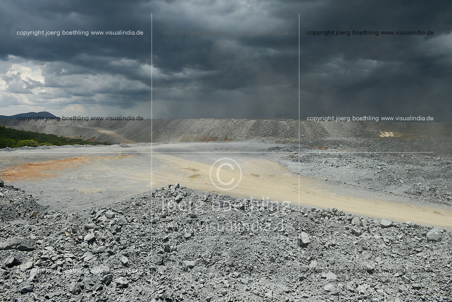 TANZANIA Geita Gold Mine, open-cast gold mine of company AngloGold Ashanti, the ore will be crushed to dust and then treated with high toxic Sodium cyanide to extract maximum amount of gold / TANSANIA Geita Goldmine der Firma AngloGold Ashanti, offener Tagebau, das gefoerderte Erz wird anschliessend zu Staub gemahlen und mit dem hochgiftigen Natriumcyanid wird Gold ausgewaschen, Abraumhalde