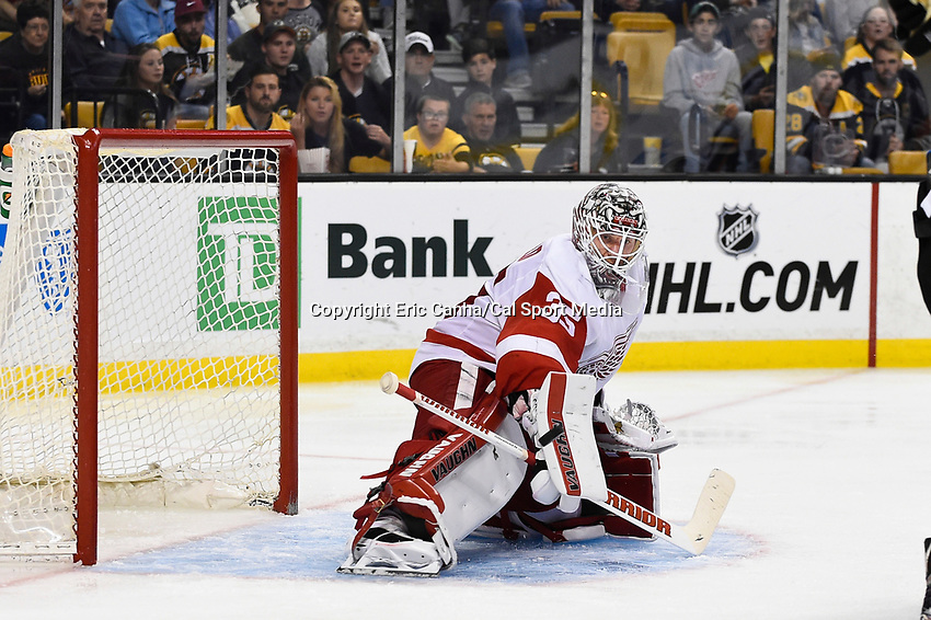 Monday, September 28, 2015, Boston, MA -  Detroit Red Wings goalie Jimmy Howard (35) makes a save during the NHL game between the Detroit Red Wings and the Boston Bruins held at TD Garden, in Boston, Massachusetts. Detroit defeats Boston 3-1 in regulation time. Eric Canha/CSM
