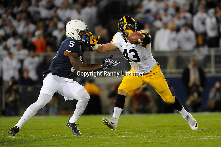 STATE COLLEGE, PA - NOVEMBER 05:  Iowa LB Josey Jewell (43) defends a pass intended for Penn State WR DaeSean Hamilton (5). The Penn State Nittany Lions defeated the Iowa Hawkeyes 41-14 on November 5, 2016 at Beaver Stadium in State College, PA. (Photo by Randy Litzinger/Icon Sportswire)