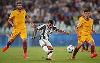 Calcio, Champions League: Juventus vs Siviglia: Torino, Juventus Stadium, 14 settembre 2016. <br /> Juventus&rsquo; Dani Alves, left, is challenged by Sevilla's Matias Kranevitter, right, during the Champions League Group H football match between Juventus and Sevilla at Turin's Juventus Stadium, 16 September 2016.<br /> UPDATE IMAGES PRESS/Isabella Bonotto
