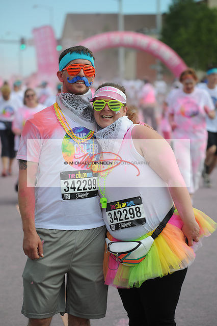 Hamilton Cleverdon and Linzi Hargraves at the Color Run.  Photo for the Star by Michael Dinneen