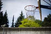 *** Hinweis: Dieses Bild ist Teil der Fotostrecke Jugendarrestanstalt Berlin-Lichtenrade  ****Berlin, Ein Baskettballkorb am Mittwoch (01.05.13) auf dem Gelaende der Jugendarrestanstalt Berlin-Lichtenrade . Die Jugendarrestanstalt Berlin-Lichtenrade hat ihre Tueren, zu einem Tag der offenen Tuer, fuer die Oeffentlichkeit geoeffnet. Foto: Timur Emek/CommonLens