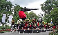Nederland  Amsterdam 2020 .Keti Koti. Herdenking van de afschaffing van de slavernij. Monument in het Oosterpark. Foto mag niet in negatieve context worden gepubliceerd.  Foto  ANP / Hollandse Hoogte / Berlinda van Dam