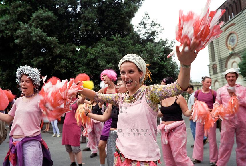 - Genova G8 2001, manifestazioni contro il summit. Gruppo Pink al Corteo Migranti..- Genoa G8 2001, Demonstration against the summit. The Pink Bloc.